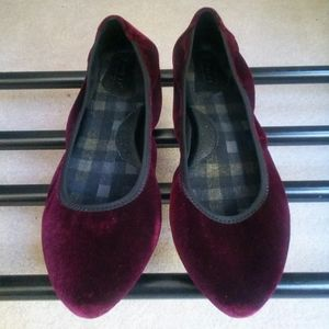 Born Rozalee Burgundy Velvet Flats for Women Sz 9